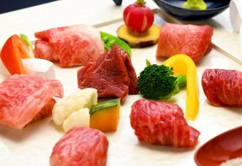 希少部位の食べ比べ  肉尽くし会席